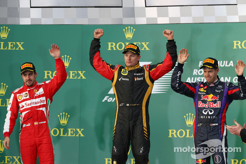 O pódio, Ferrari, segundo; Kimi Raikkonen, Lotus F1 Team, vencedor; Sebastian Vettel, Red Bull Racing, terceiro