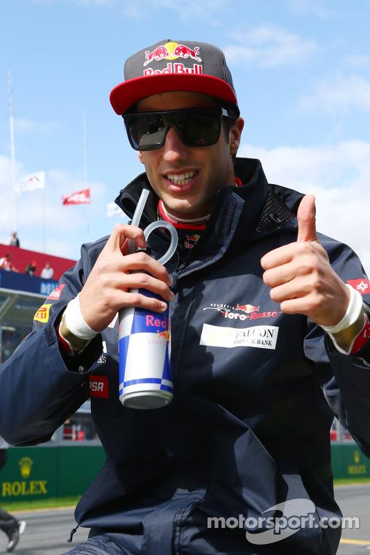 Daniel Ricciardo, Scuderia Toro Rosso, no desfile de pilotos