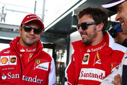 (Da esquerda para direita): Felipe Massa, Ferrari, com Fernando Alonso, Ferrari , e Pastor Maldonado, Williams