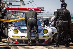 Pit stop #48 Paul Miller Racing Porsche 911 GT3 RSR: Bryce Miller, Marco Holzer, Richard Lietz