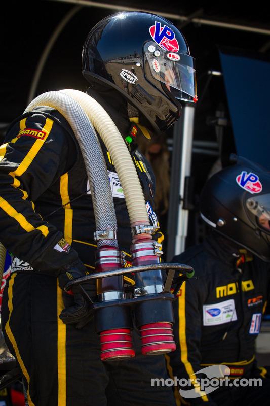 NGT Motorsport membros da equipe pronto para o pit stop