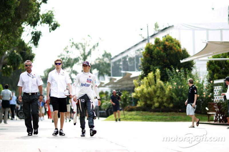 Beat Zehnder, Sauber F1 Team Manager met Nico Hulkenberg, Sauber en Esteban Gutierrez, Sauber