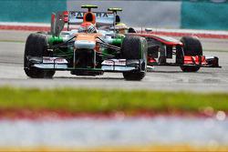 Adrian Sutil, Sahara Force India VJM06 leads Sergio Perez, McLaren MP4-28