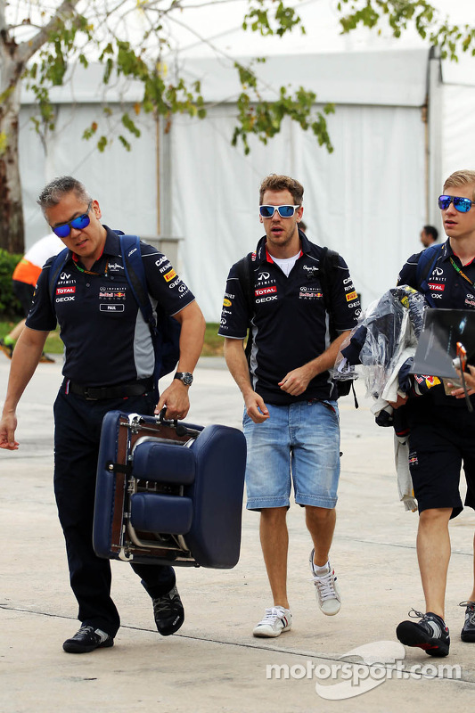 Sebastian Vettel, Red Bull Racing com Heikki Huovinen, Personal Trainer, e Paul Cheung, Red Bull Racing Team Chiroprator
