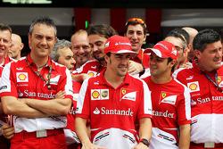 Fernando Alonso, Ferrari celebrates his 200th GP with team mate Felipe Massa, Ferrari and the team