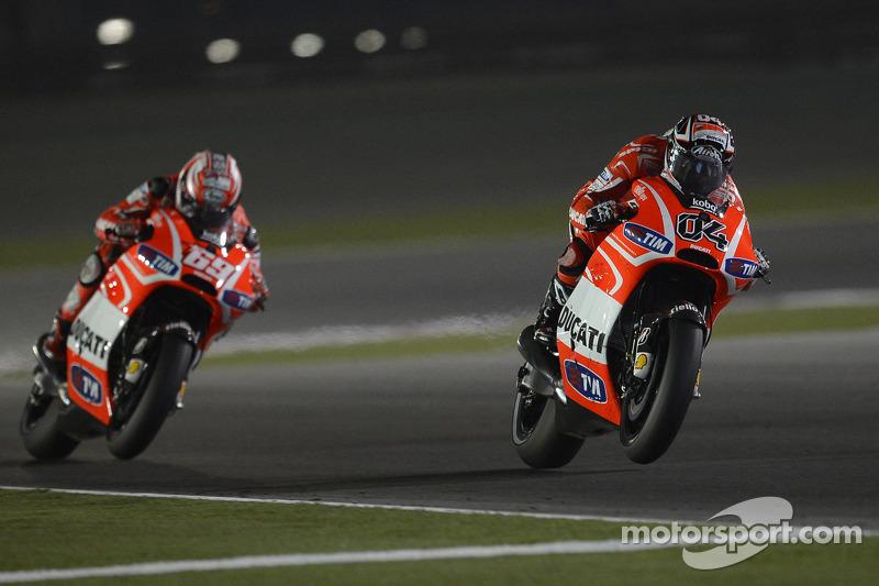 Ники Хейден и Андреа Довициозо. ГП Катара, воскресная гонка.