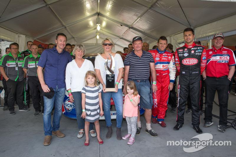 Charlotte Richards en dochters; Sienna, Olivia en Jason's ouders David en Pauline