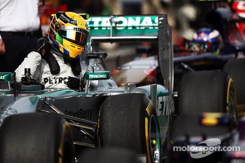 Ganador de la pole Lewis Hamilton, Mercedes AMG F1 W04 en parc ferme