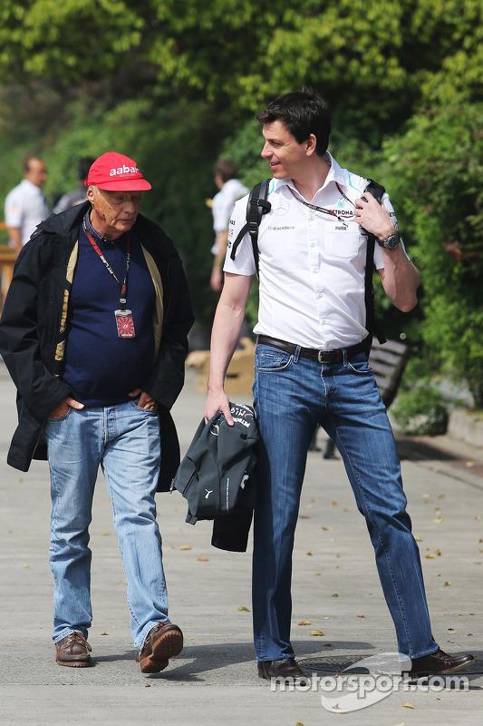 Niki Lauda, Mercedes Presidente de Honra com Toto Wolff, acionista e diretor da equipe Mercedes