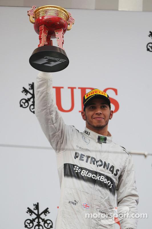 Lewis Hamilton, Mercedes AMG F1 celebra a terceira posição no pódio