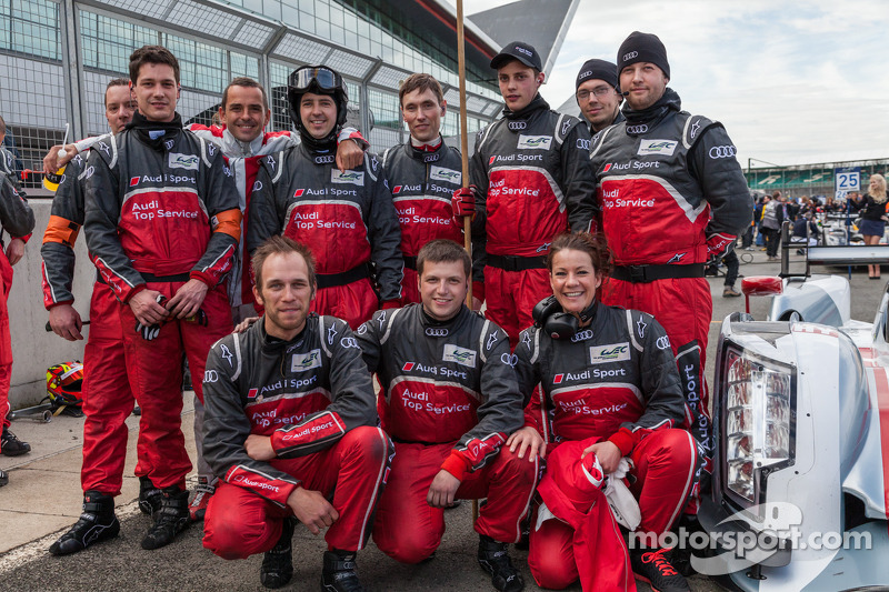 Benoit Tréluyer met de #1 Audi Pitcrew