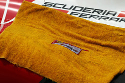 Towel covering the engine cover of the Ferrari F138