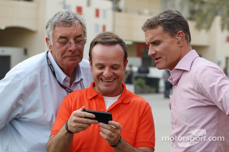 (L naar R): Gary Anderson, BBC Sport-expert met Rubens Barrichello, en David Coulthard, Red Bull Rac