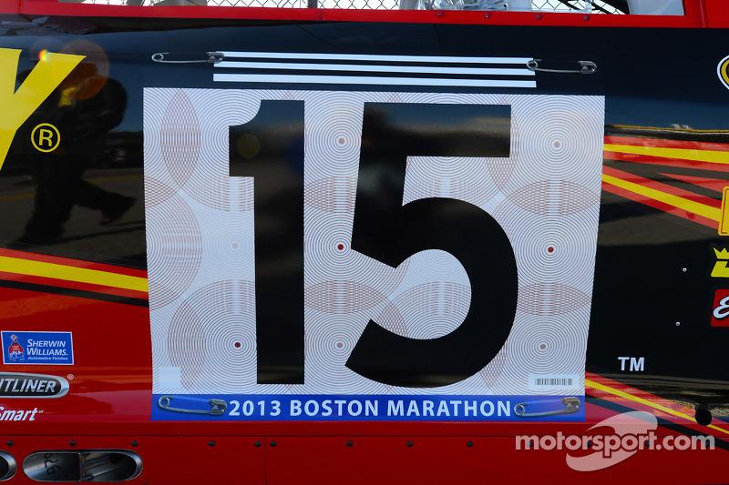 Clint Bowyer, Michael Waltrip Racing Toyota eren de slachtoffers van de Boston Marathon bombing