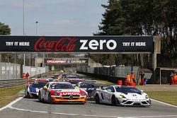 Pace laps: #24 Blancpain Reiter Lamborghini LP600+: Peter Kox, Stefan Rosina na pole
