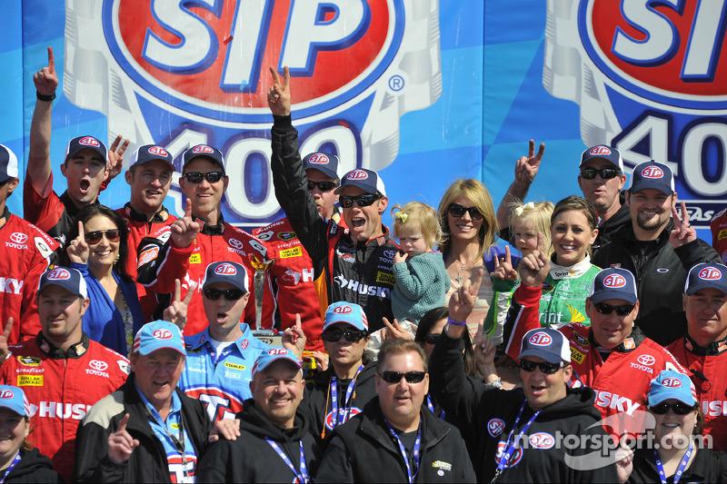 Victory lane: race winner Matt Kenseth, Joe Gibbs Racing Toyota