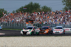 Tiago Monteiro, Honda Civic Super 2000 TC, Honda Racing Team Jas lidera Norbert Michelisz, Honda Civic, Zengo Motorsport