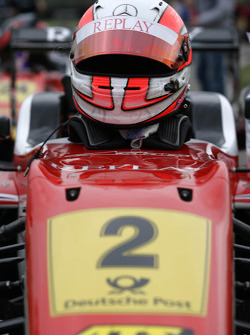 Helmet of Alex Lynn
