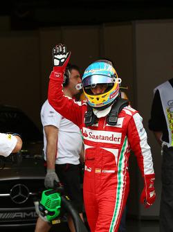 Fernando Alonso, Ferrari waves to his fans