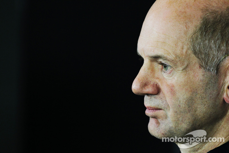 Adrian Newey, Red Bull Racing Chief Technical Officer bij de FIA-persconferentie