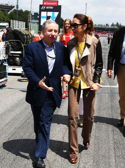 (Da esquerda para direita): Jean Todt, presidente da FIA, com Michelle Yeoh, no grid