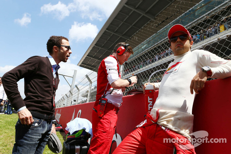 Felipe Massa, Ferrari with Rob Smedley, Ferrari Race Engineer and Nicolas Todt, Driver Manager on the grid