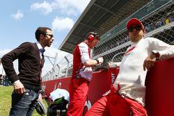 Felipe Massa, Ferrari, com Rob Smedley, engenheiro de corrida da Ferrari e Nicolas Todt, seu manager, no grid