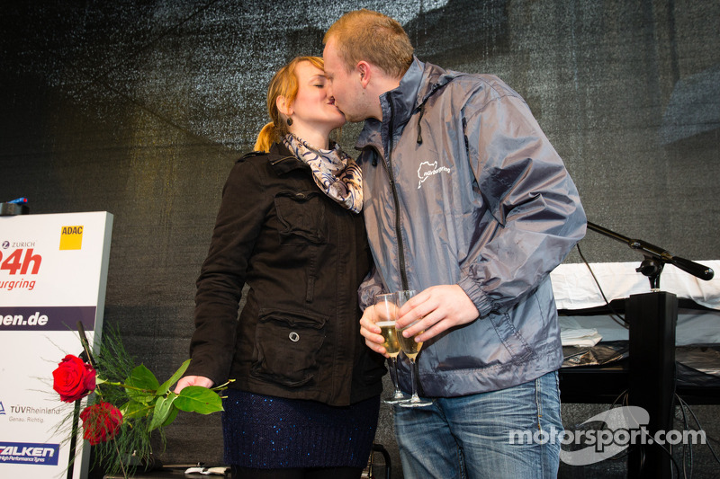 Een huwelijksaanzoek bij de start van de Adenauer Racing Day