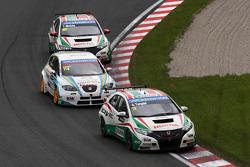 Gabriele Tarquini, Honda Civic, Honda Racing Team J.A.S.  voor Pepe Oriola, SEAT Leon WTCC, Tuenti Racing