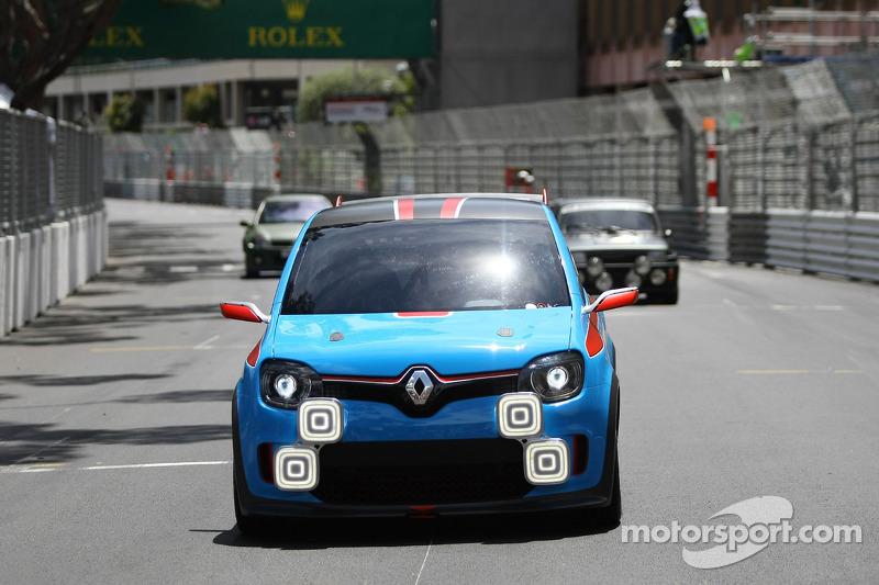 Carlos Tavares, Renault COO demonstreert de Renault Twin'Run Concept Car