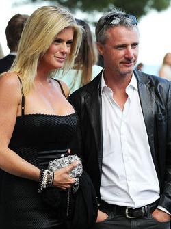 Eddie Irvine, com Rachel Hunter, no Salão Amber Fashion Show