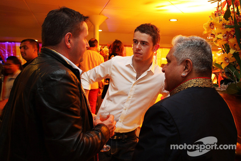 (L naar R): Paul Hembery, Pirelli Motorsport Director met Paul di Resta, Sahara Force India F1 en Dr. Vijay Mallya, Eigenaar Sahara Force India F1 bij de Signature F1 Monaco Party