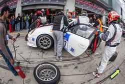 Pit stop #27 De Lorenzi Racing Porsche 997 GT3 Cup S (SP9): Dario Paletti, Roberto Fecchio, Paul Stubber