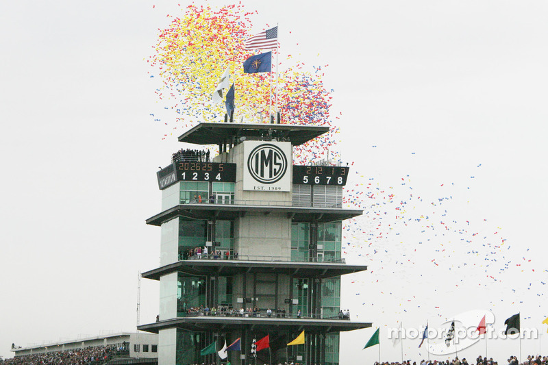 Voor de start van de race worden de ballonnen losgelaten