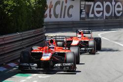 Max Chilton, Marussia F1 Team MR02 davanti al compagno di squadra Jules Bianchi, Marussia F1 Team MR02