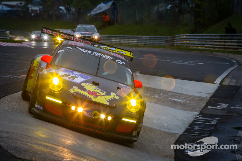#88 Haribo Racing Team Porsche 911 GT3 Cup (SP7): Christian Menzel, Mario Farnbacher, Dominik Brinkm