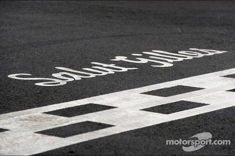 Salut Gilles - tribute to Gilles Villeneuve no start line