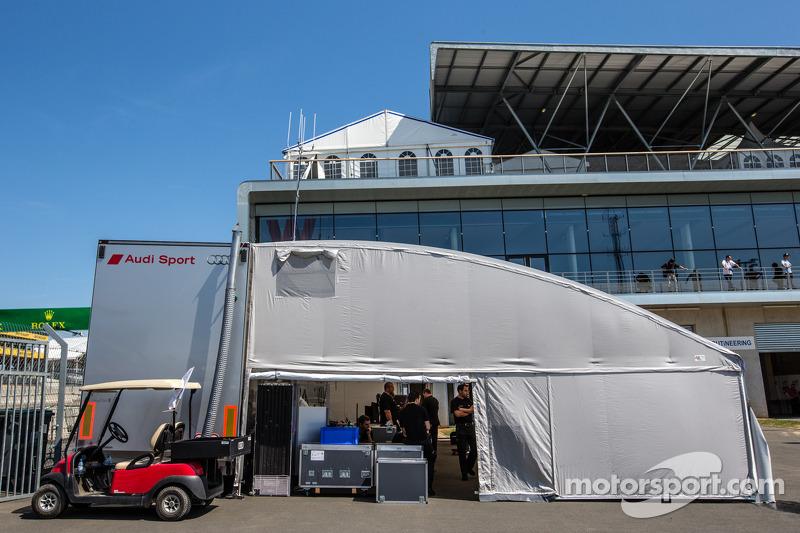 Audi Sport Team Joest Audi R18 e-tron quattro in parc fermé
