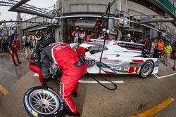 Pit stop practice for #1 Audi Sport Team Joest Audi R18 e-tron quattro: Marcel Fässler, Andre Lotterer, Benoit Tréluyer