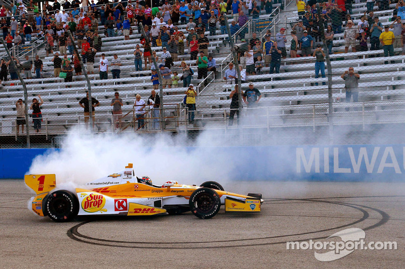Race winner Ryan Hunter-Reay, Andretti Autosport Chevrolet