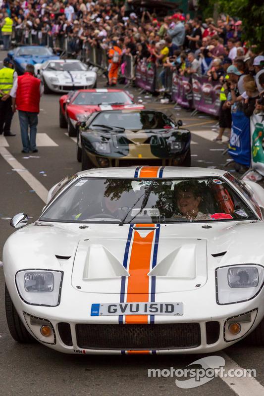 Ford GTspreenchem a pista de Le Mans