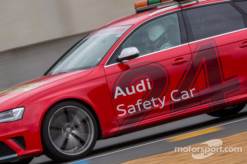 Audi Safety car de baan opgestuurd na Allan Simonsen's fatale crash in Tetre Rouge