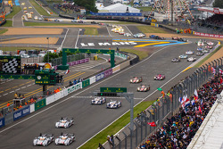 Start: #2 Audi Sport Team Joest Audi R18 e-tron quattro: Tom Kristensen, Allan McNish, Loic Duval and #1 Audi Sport Team Joest Audi R18 e-tron quattro: Marcel Fässler, Andre Lotterer, Benoit Tréluyer battle for the lead