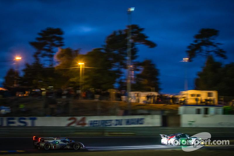 #92 Porsche AG Team Manthey Porsche 991 RSR: Marc Lieb, Richard Lietz, Romain Dumas, #1 Audi Sport Team Joest Audi R18 e-tron quattro: Marcel Fässler, Andre Lotterer, Benoit Tréluyer