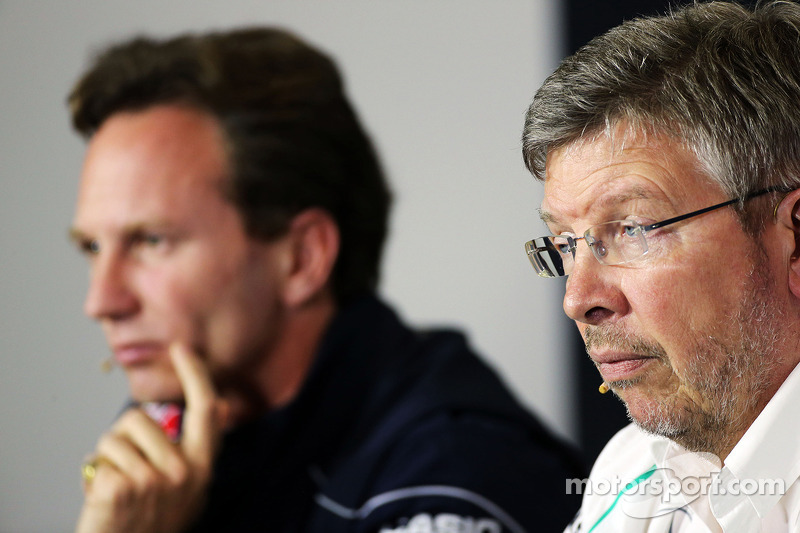 Christian Horner, Teambaas Red Bull Racing en Ross Brawn, Teambaas Mercedes AMG F1 bij de FIA-persconferentie