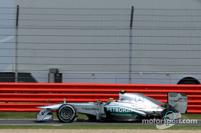 Lewis Hamilton, Mercedes Grand Prix, puncture, tire exploded