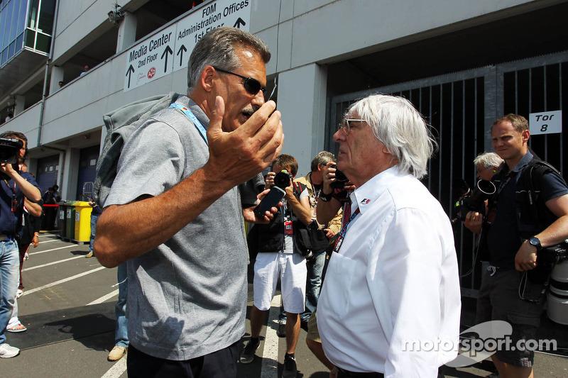 (L naar R): Dr Mario Theissen, BMW met Bernie Ecclestone, CEO Formula One Group
