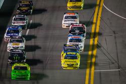 Kurt Busch leads a group of cars