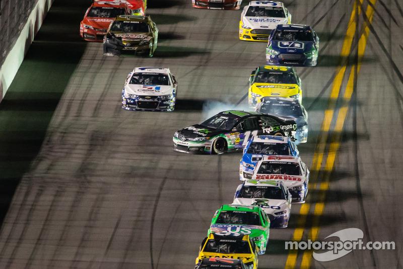 Denny Hamlin, Joe Gibbs Racing Toyota gets loose
