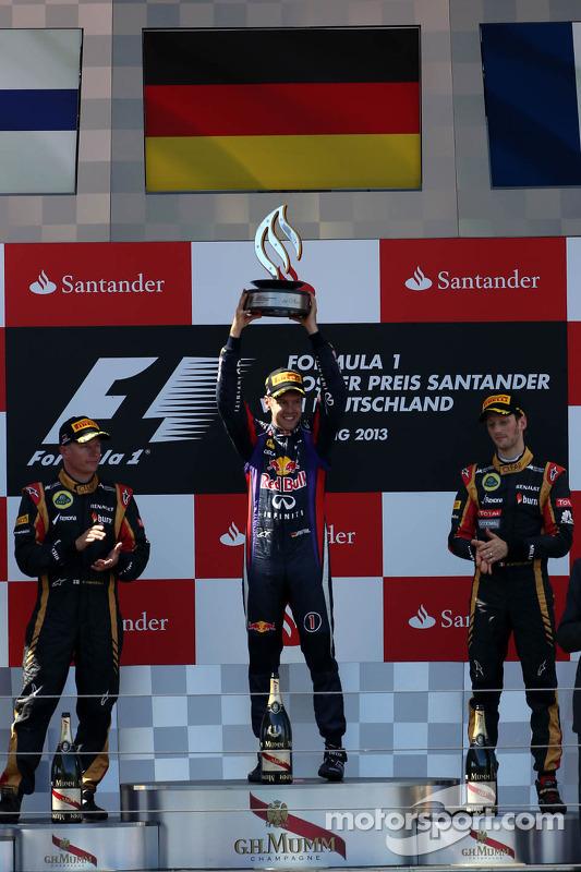 Kimi Raikkonen, Lotus F1 Team, Sebastian Vettel, Red Bull Racing e Romain Grosjean, Lotus F1 Team